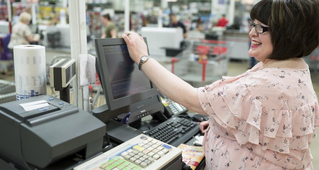 BJ's Wholesale Club cashier exhibiting customer service