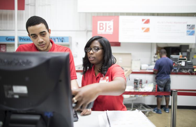 BJ's Wholesale employees on the computer